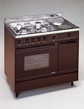 Blocco cucina da 90 con forno e piano cottura a gas + elettrico