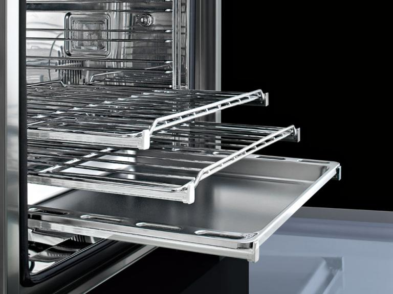 Telescopic oven rails