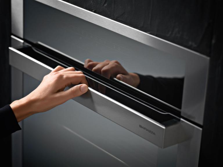 Maniglia in acciaio inox dal design ergonomico
